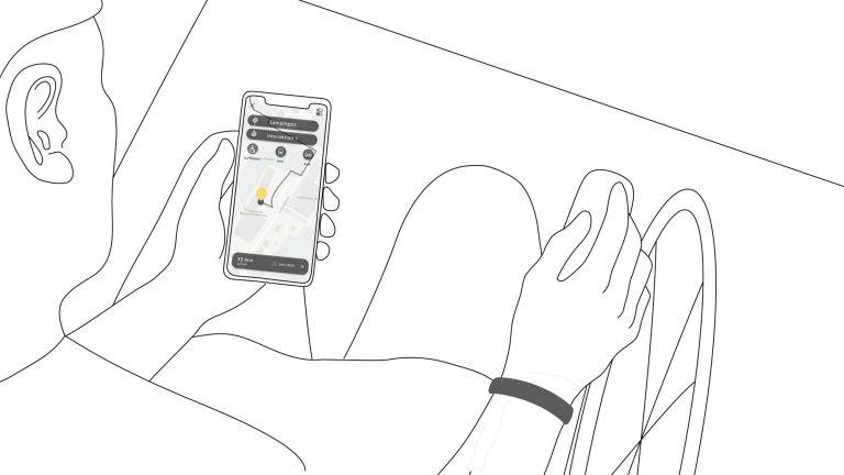Eine Illustration auf der eine Hand ein Smartphone hält und ein Armband trägt. Auf dem Display sieht man die Beep Ramp App.